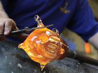 "Meet the Professor, Che Rhodes, ""Recognizing Quality and Value in Handmade Glass"""